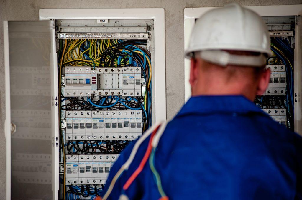 電気工事士の平均年齢・年齢層