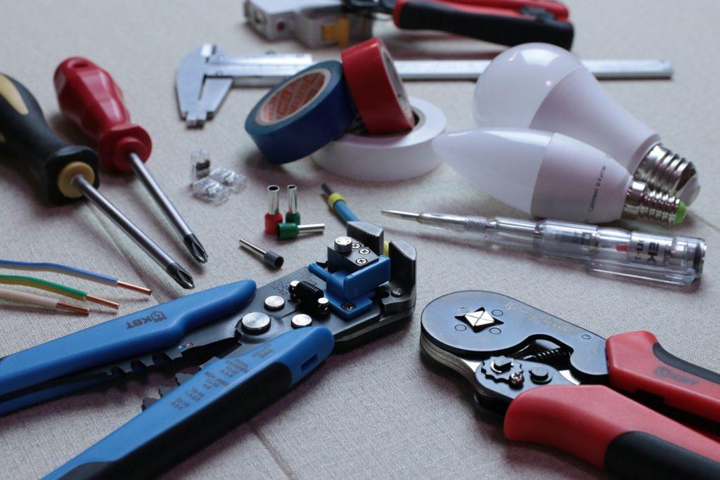 電気工事士の実技試験で工具は何が必要?