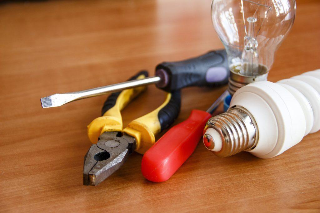 見習い中に電気工事士の資格取得を目指そう